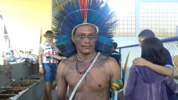 Índio Purinã Celestino disse que ação busca apresentar cultura indígena aos alunos (Foto: Hagatha Christie/G1)