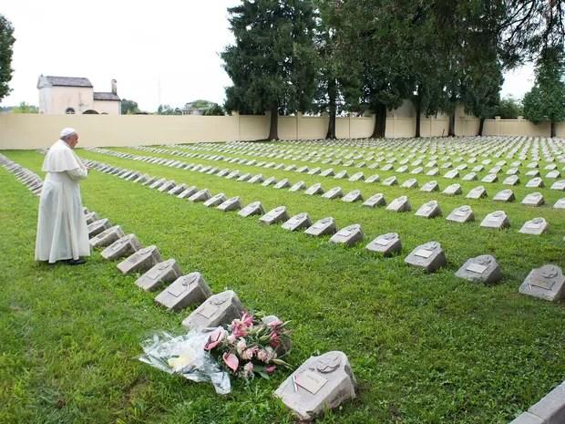 Papa Francisco visita o cemitério Austro-Húngaro em Fogliano Redipuglia, Itália (Foto: AP)