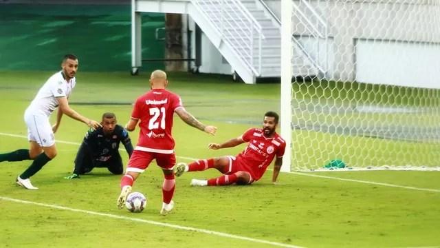 Patrick Alan marca o terceiro gol do América-RN diante do Sousa
