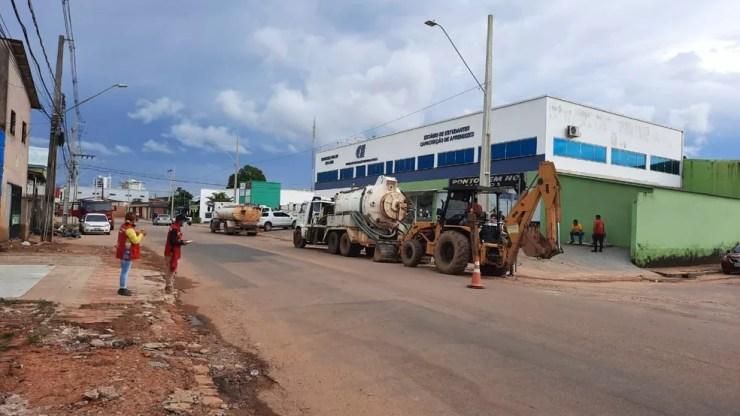 Equipes da Secretaria de Zeladoria iniciaram ações de limpeza neste domingo (7) — Foto: Asscom/Prefeitura de Rio Branco