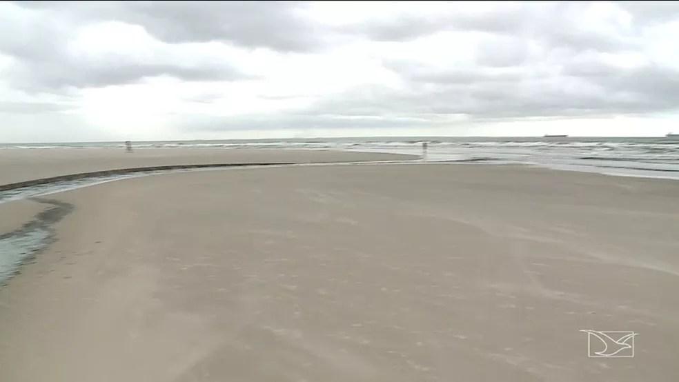 Água poluída é despejada em praia de São Luís — Foto: Reprodução/TV Mirante