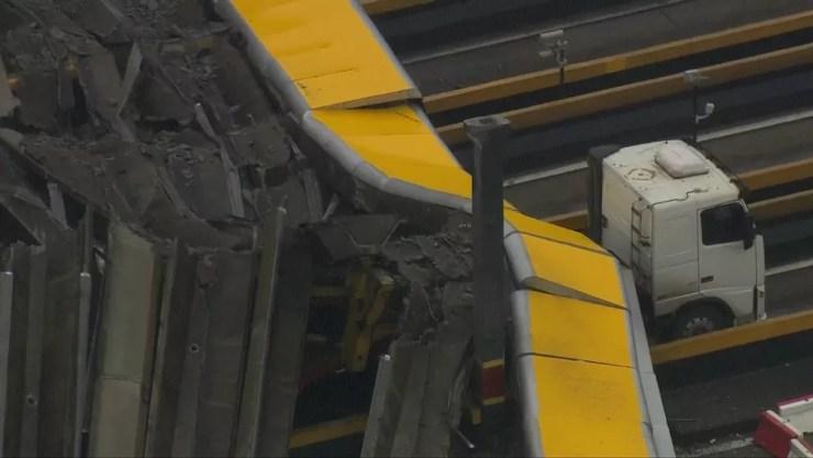 Caminhão na Rodovia dos Bandeirantes (Foto: Reprodução/TV Globo)