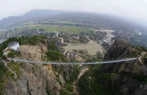 Resultado de imagem para China inaugura a ponte de vidro mais alta e longa do mundo