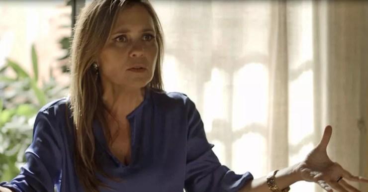 A cafetina dá conselhos para Karola reconquistar Beto (Foto: TV Globo)
