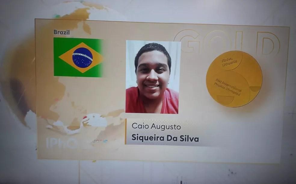 Premiação online de Caio Augusto Siqueira na Olimpíada Internacional de Física  — Foto: Reprodução/Youtube