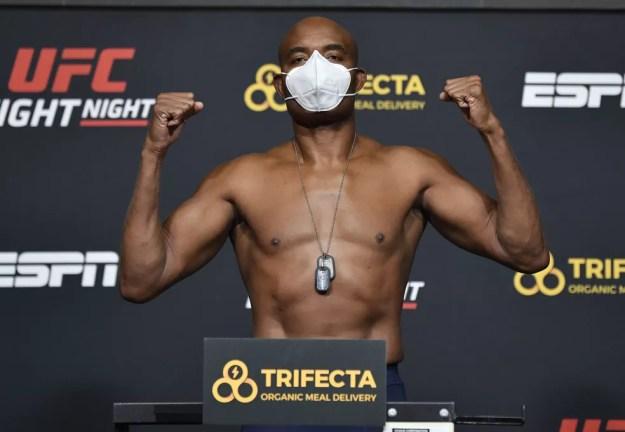Anderson Silva deixou o UFC em outubro, após enfrentar Uriah Hall — Foto: Getty Images
