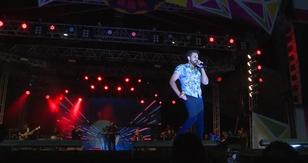 Gustavo Mioto foi uma das atrações no São joão de Araripina — Foto: Reprodução/ TV Grande Rio
