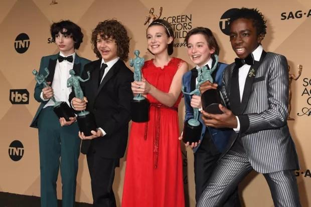 Elenco de Stranger Things comemora vitória no SAG Awards (Foto: Getty Images)
