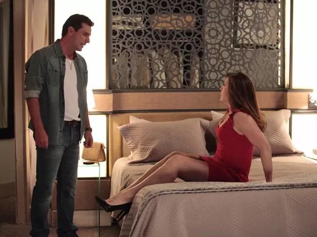 Théo despreza Lívia e diz que ela não é nada para ele (Foto: Salve Jorge/TV Globo)