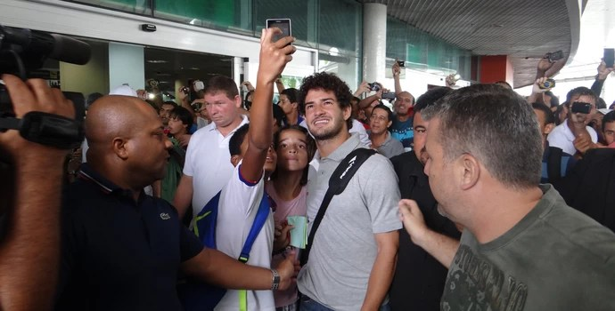 Pato na chegada a Maceió (Foto: Leonardo Freire/GloboEsporte.com)