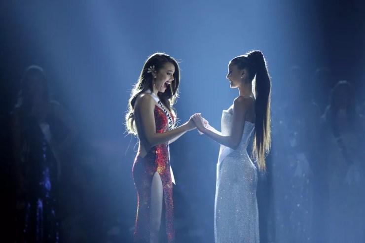 Catriona Gray reage após ser nomeada como Miss Universo — Foto: Athit Perawongmetha/Reuters