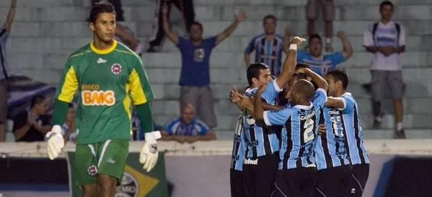 Jogadores gol Grêmio (Foto: Alexandre Auler / Ag. Estado)
