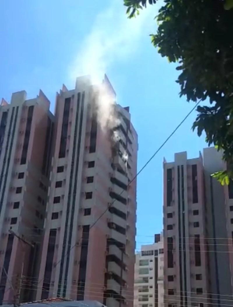 Apartamento pega fogo em avenida de Rio Preto  — Foto: Arquivo Pessoal