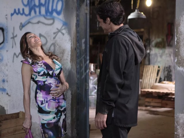 Tereza Cristina promete 'rapidinha' se Ferdinand matar Griselda em 'Fina Estampa' — Foto: Globo
