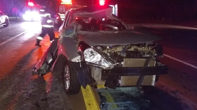 Motorista ficou gravemente ferido (Foto: Repórter Naressi)