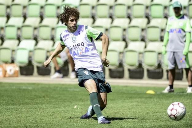 Roger parece com David Luiz, do Chelsea (Foto: Mourão Panda / América)