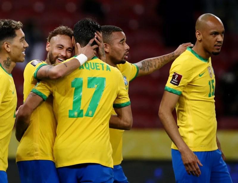 Jogadores da seleção brasileira comemoram gol sobre o Equador — Foto: Diego Vara/Reuters
