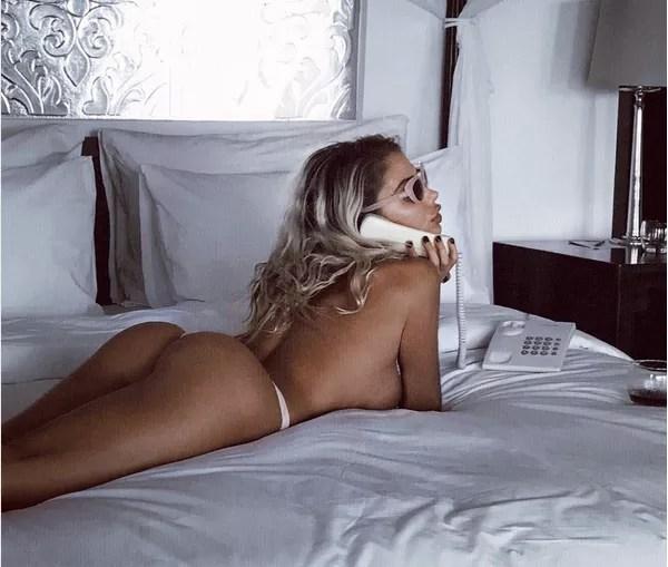 O topless da modelo Sahara Ray (Foto: Instagram)