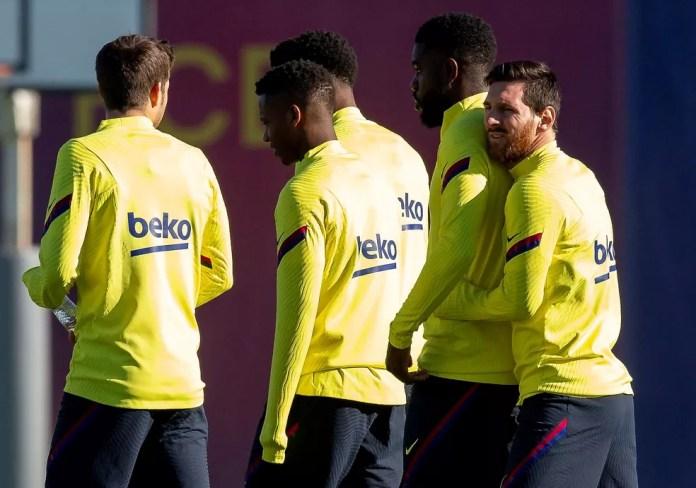 Messi hugs Umtiti in Barcelona training on Wednesday - Photo: EFE