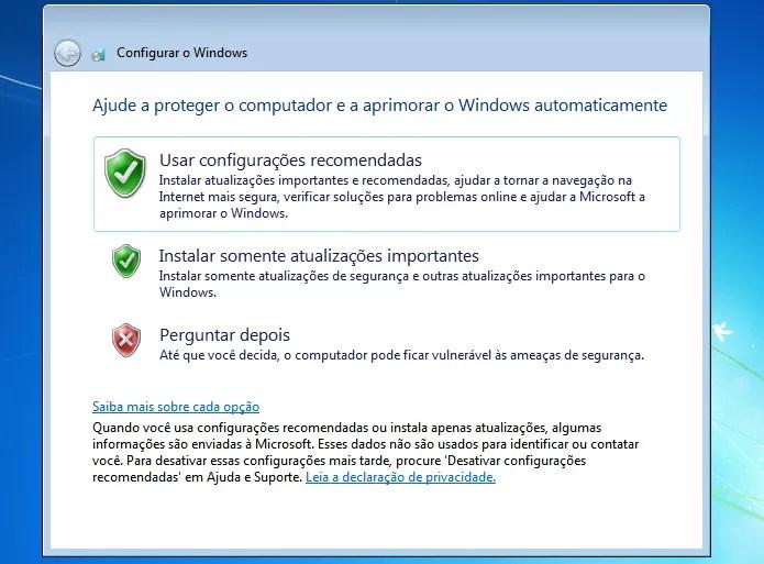 Escolhendo a configuração das atualizações do sistema (Foto: Reprodução/Edivaldo Brito)