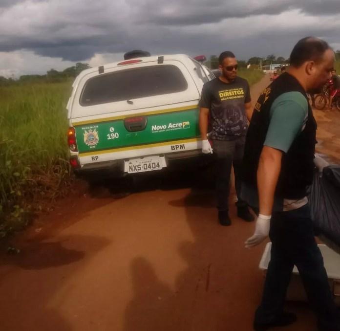 Corpo em decomposição foi achado por populares em ramal de Rio Branco (Foto: Arquivo pessoal)