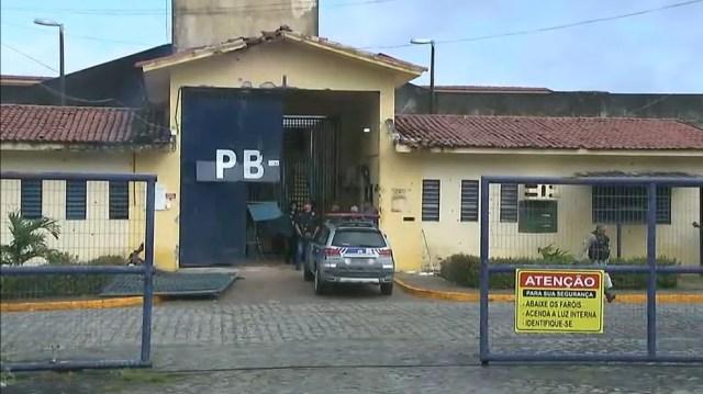 Detentos estão sendo recapturadas desde a madrugada desta segunda-feira (10) (Foto: Reprodução/TV Cabo Branco)