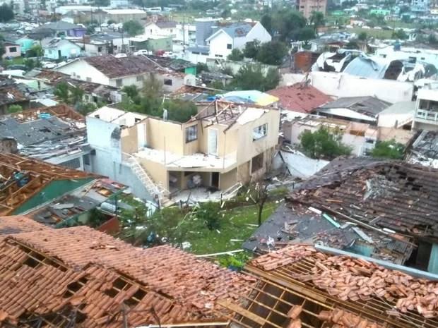 Dezenas de casas foram atingidas (Foto: Flávio Carvalho/TudosobreXanxerê)