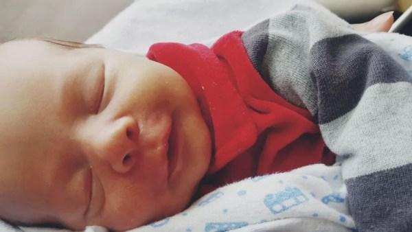Gabriel nasceu no dia 23 de abril, com 47 centímetros e 3 quilos — Foto: Arquivo pessoal/Lana Maria Wigand