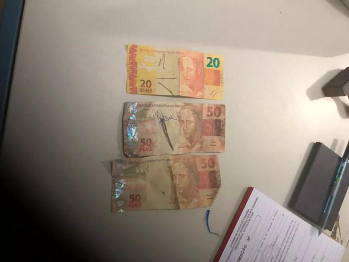 Jovem é preso com mais de R$ 1,5 mil em notas falsas e diz que as comprou na internet, em RO (Foto: Edson Nascimento/TBN notícias)