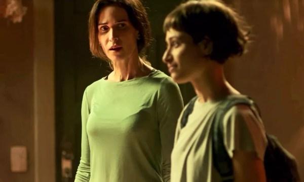 Ingra e Luisa Arraes durante gravação de cena em Segundo Sol, nos Estúdios Globo (Foto: TV Globo)