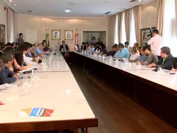 Governador do Maranhão recebeu jornalistas no Palácio dos Leões (Foto: César Hipólito/TV Mirante)