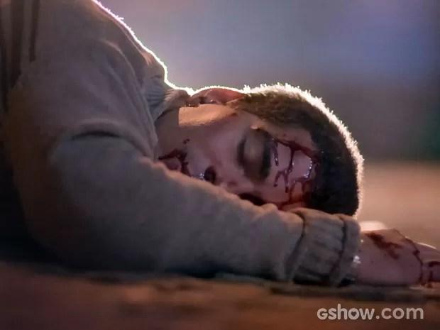 Evaldo morre atropelado por ônibus (Foto: Império/TV Globo)