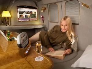 Cabine de primeira classe Emirates Airline (Foto: Divulgação)
