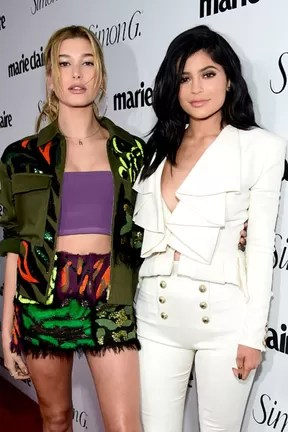 Hailey Baldwin e Kylie Jenner em evento em Los Angeles, nos Estados Unidos (Foto: Frazer Harrison/ Getty Images/ AFP)