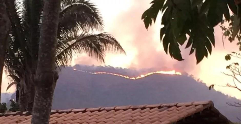 Fogo atinge parte da serra em Taquaruçu — Foto: Divulgação