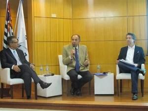 Celso Petrucci, Cláudio Bernardes e Emílio Kallas, durante coletiva do Secovi-SP (Foto: Fabíola Glenia/G1)