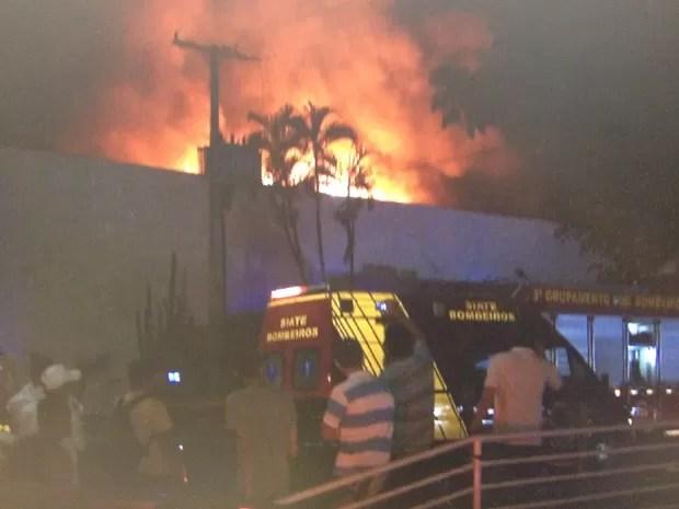 Boate de Londrina foi destruída por incêndio (Foto: Reprodução/RPC)