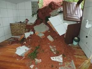 Em Blumenau, foram registrados deslizamentos (Foto: Jaime Batista da Silva/Divulgação)