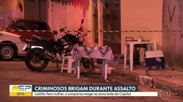 Assaltantes trocaram tiros por não concordaram com disparo efetuado durante assalto (Foto: Reprodução/TVGlobo)