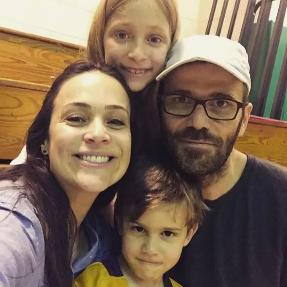Gabriela Duarte com a família (Foto: Reprodução)