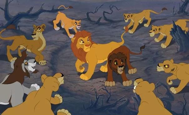 Simba cai em armadilha e culpa Kovu (Foto: Divulgação / Disney)