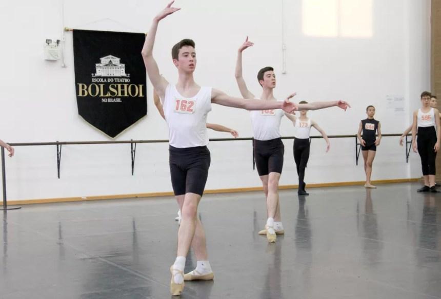 Maurílio e Murilo Souza Muniz na audição do Bolshoi (Foto: Escola do Teatro Bolshoi no Brasil/Divulgação)