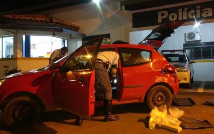 Droga estava escondida dentro do carro (Foto: Divulgação/Polícia Rodoviária)