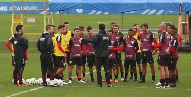 Rogério Ceni orienta jogadores do São Paulo nos Estados Unidos (Foto: Rubens Chiri / saopaulofc.net)
