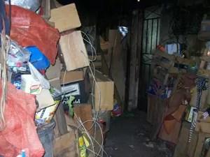 Casa vira depósito de lixo em Divinópolis (Foto: Reprodução/TV Integração)