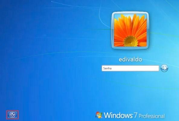 Tela de login do Windows sem a conta Administrador (Foto: Reprodução/Edivaldo Brito)