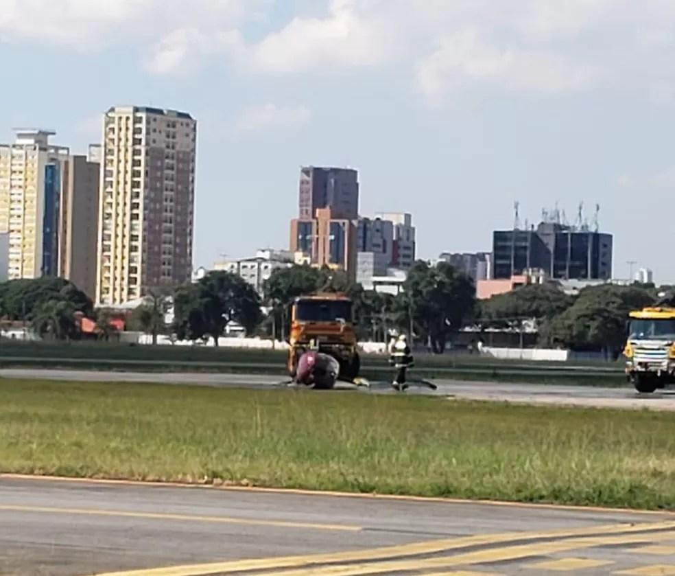 Queda de helicóptero no Aeroporto Campo de Marte nesta segunda-feira (3).  — Foto: Acervo pessoal