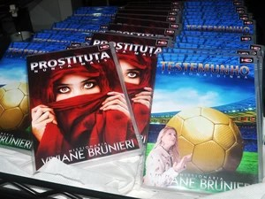 Ex-Ronaldinha Viviane Brunieri lança DVDs contando sua vida (Foto: Orion Pires/Prefeitura de Peruíbe)