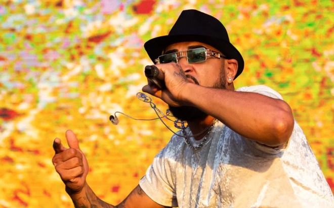 Duckjay levanta o público no show de Tribo da Periferia no João Rock 2019 — Foto: Érico Andrade/G1