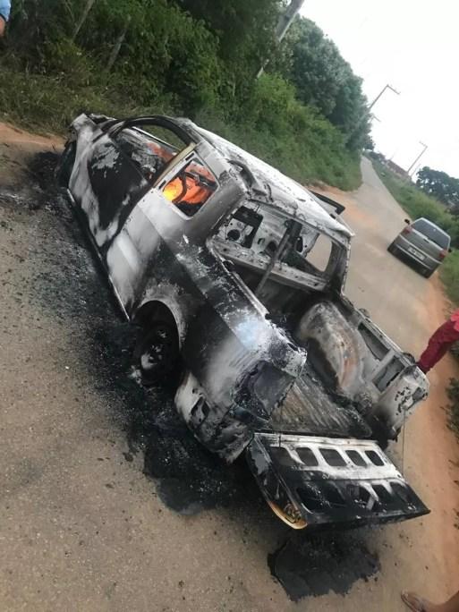 Criminosos queimaram um carro para interditar a RN-117 — Foto: Redes sociais